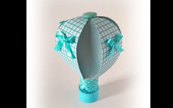 tubete de festa com balão com papel