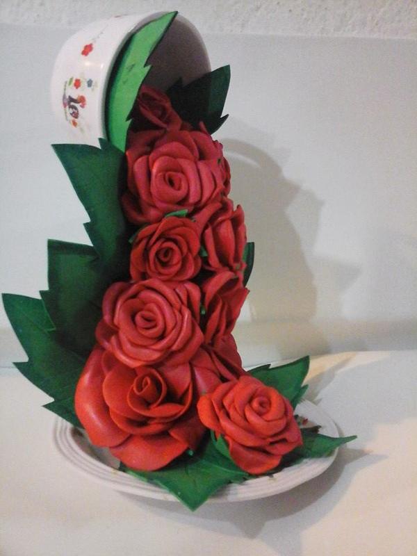 cascata com flores feitas de EVA