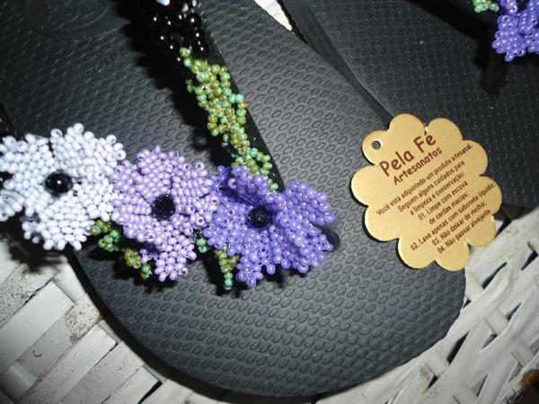 flor com miçangas colorida
