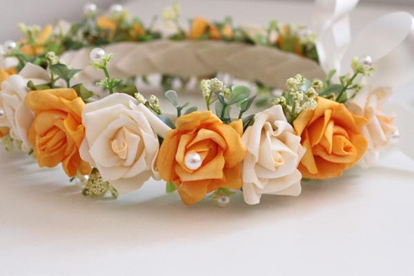 coroa com flores feitas de EVA