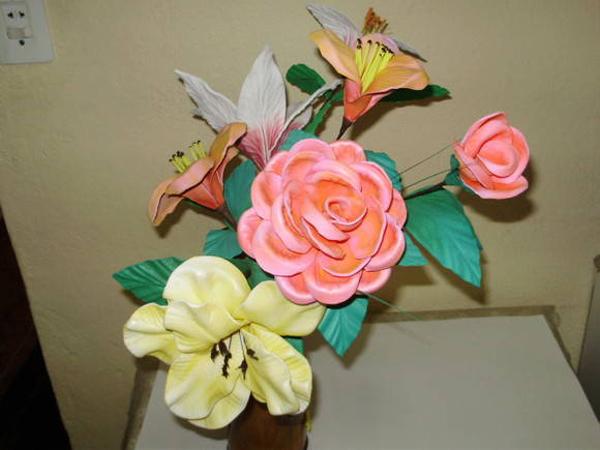 flores feitas de EVA diversas