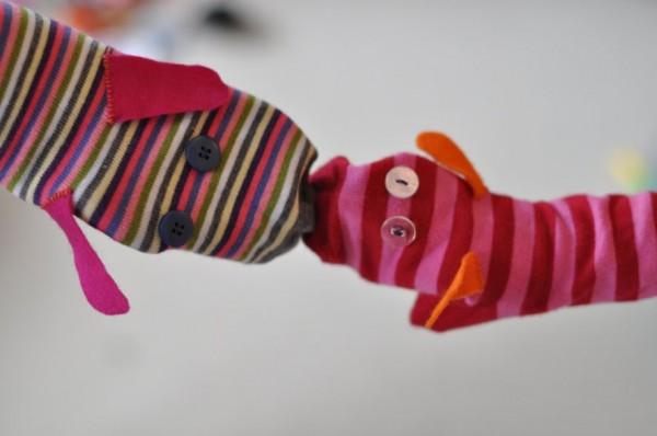 fantoche feito com meia colorida