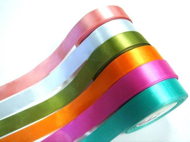laços de fita decorativa