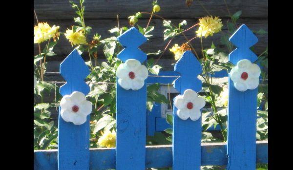 flor de garrafa pet na cerca