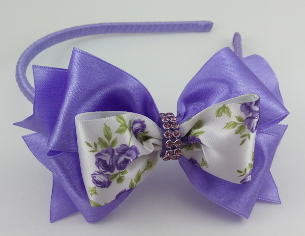laço de fita lilás
