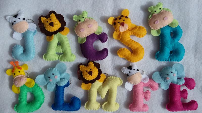 animais em feltro nas letras em feltro