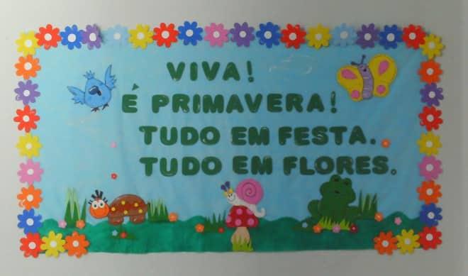 flores em painel escolar
