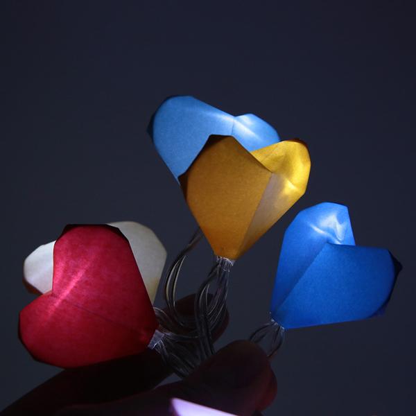 origami de coração no pisca pisca