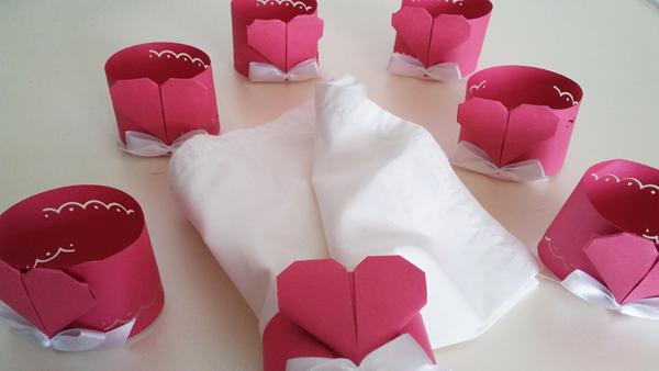 origami de coração no guardanapo
