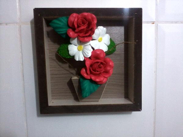 quadro com flores feitas de EVA