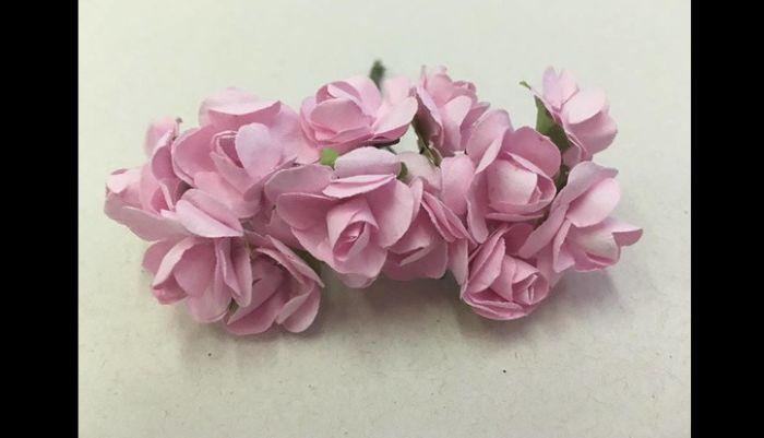 coroa de rosas de papel