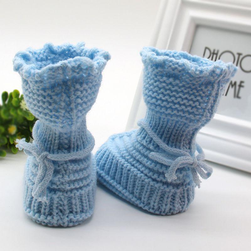 sapatinho em tricô azul claro