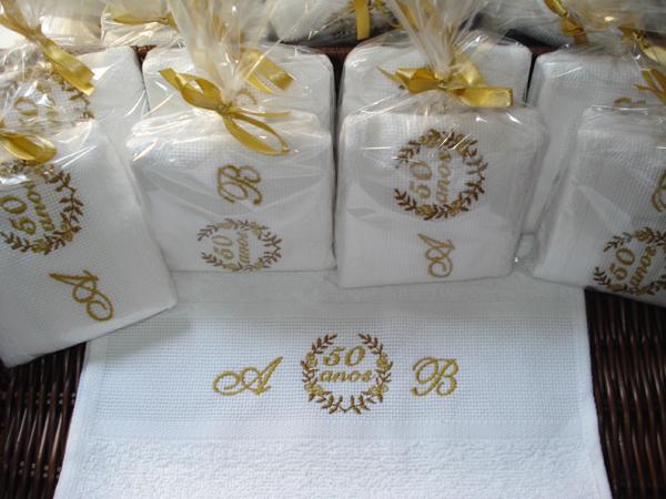 lembrança bodas de ouro toalha