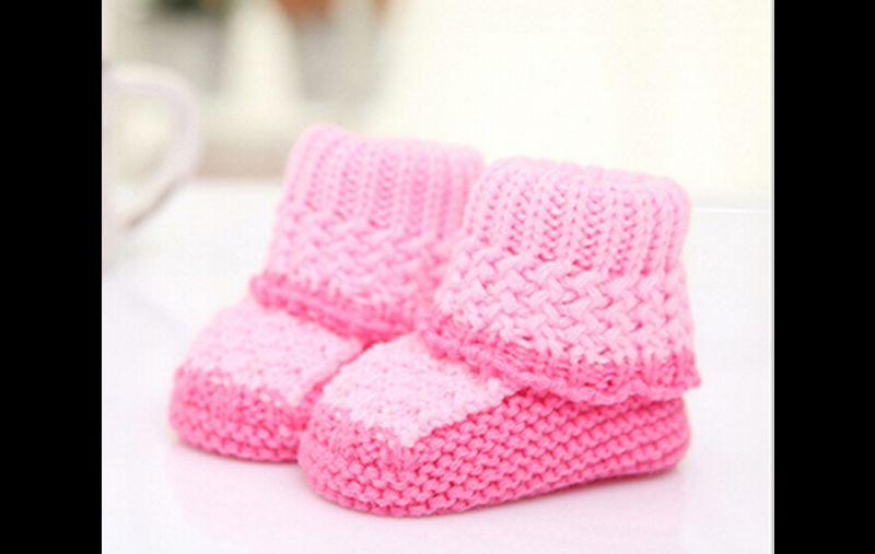 sapatinho em tricô rosa