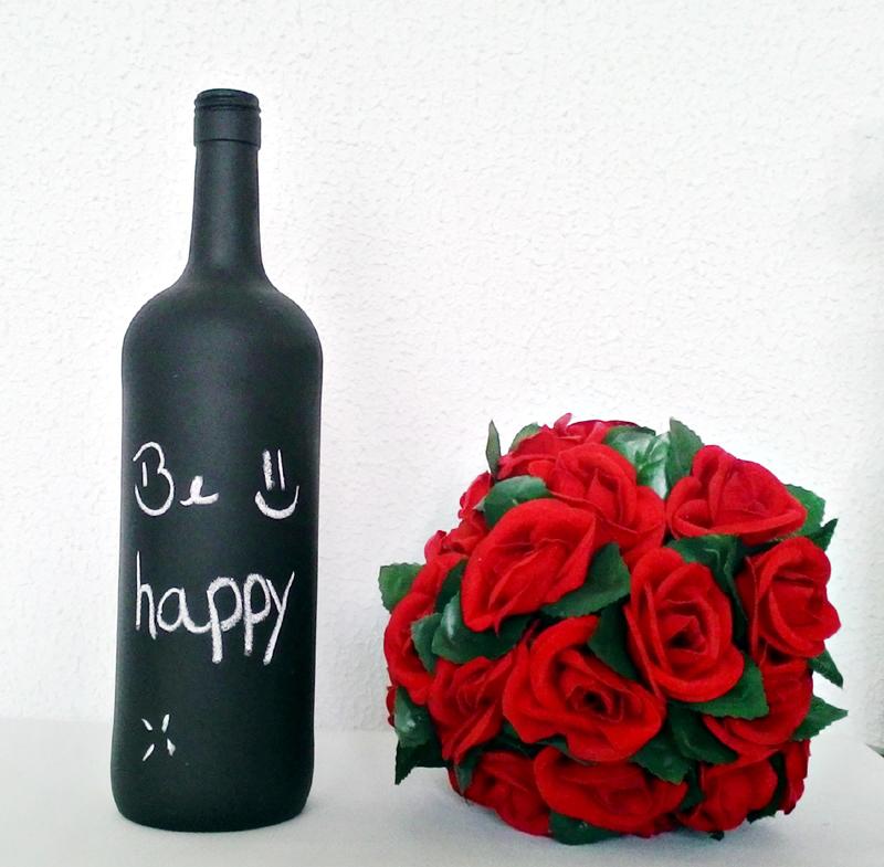 garrafa de vidro pintada tinta-lousa