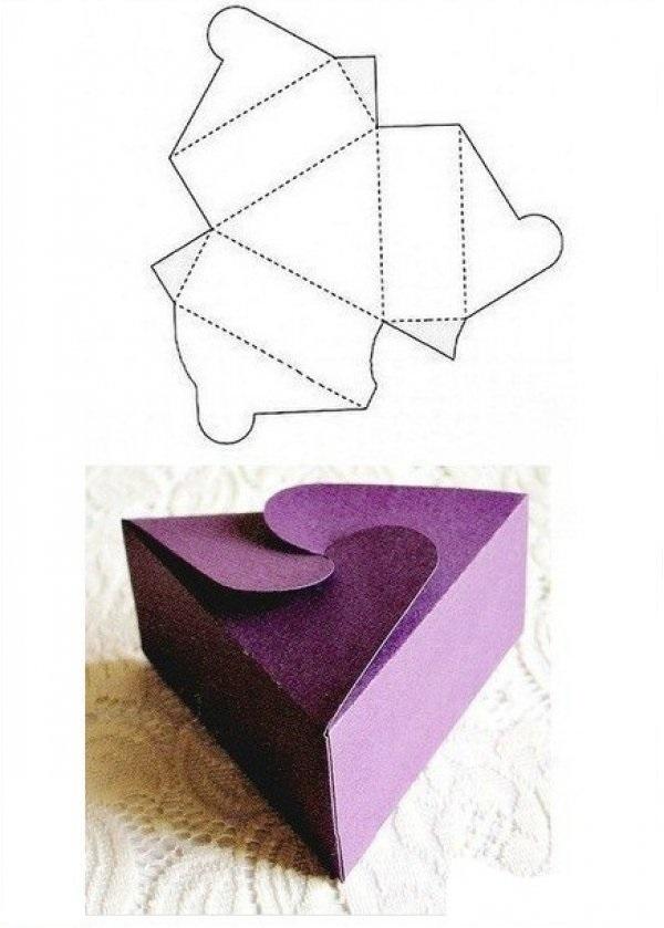 caixa de lembrancinha de papel roxa
