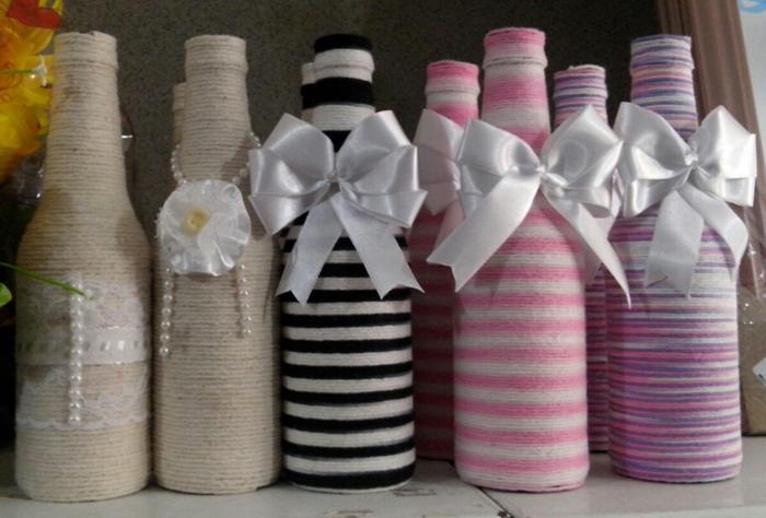 decoração de garrafa com barbante e perolas