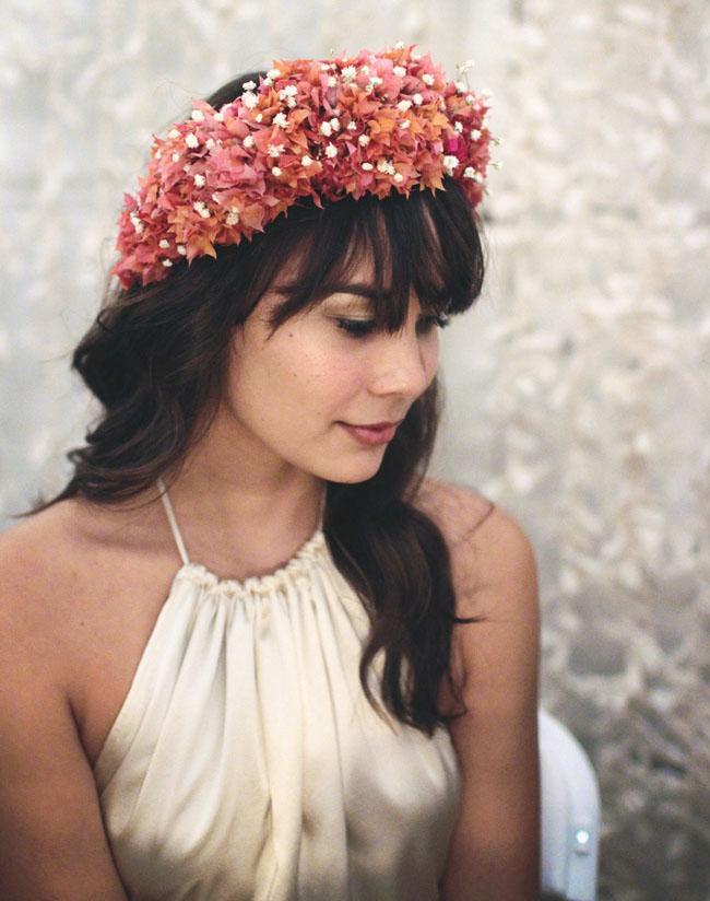 tiara com flor vermelha
