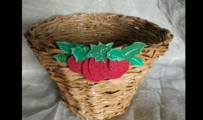 cestaria de jornal com aplique