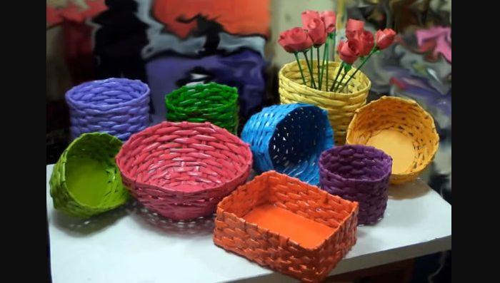 cestaria de jornal colorida