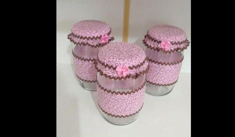 pote de vidro decorado com tecido rosa