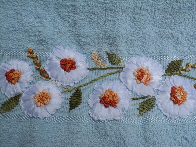 bordado com fitas flores