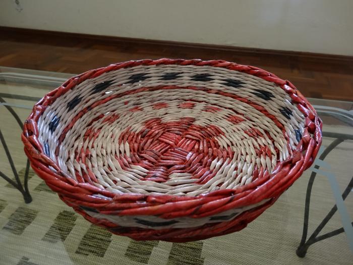cestaria de jornal diferente