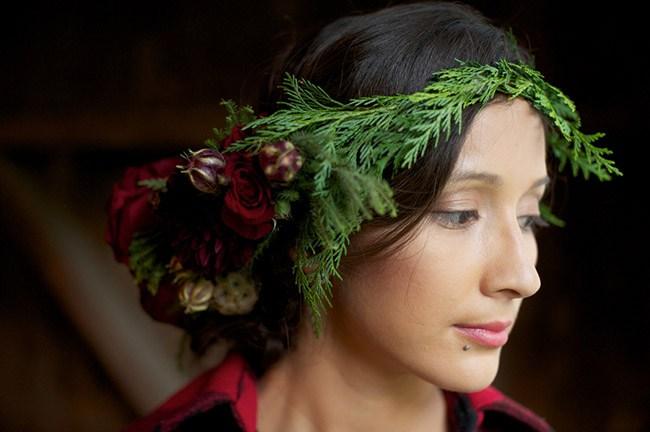 tiara com flor com folhas