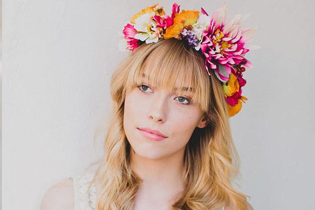tiara com flor alegre