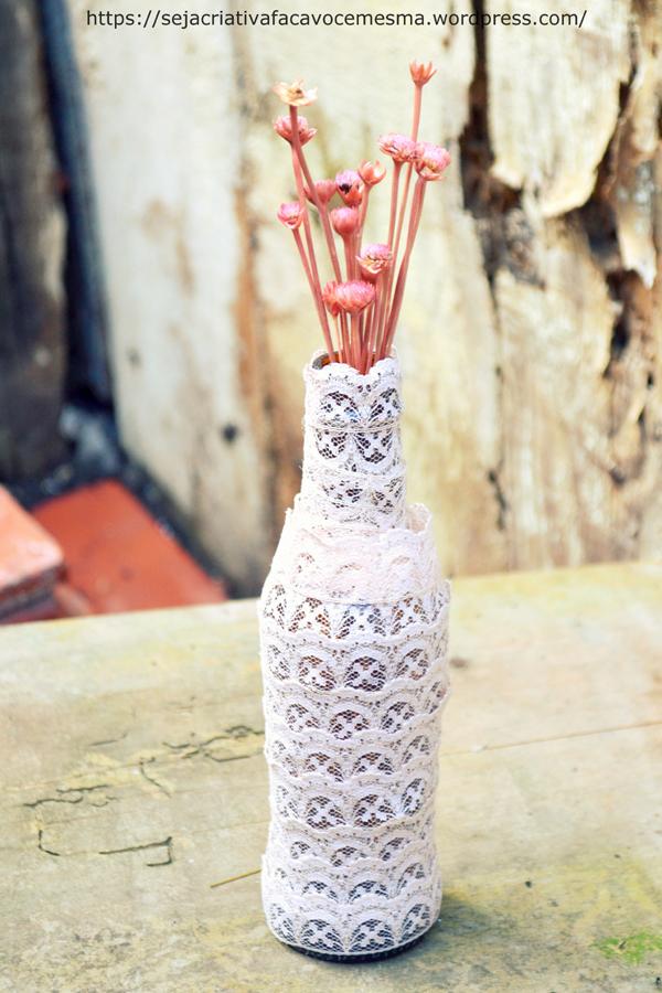 garrafa decorada com renda
