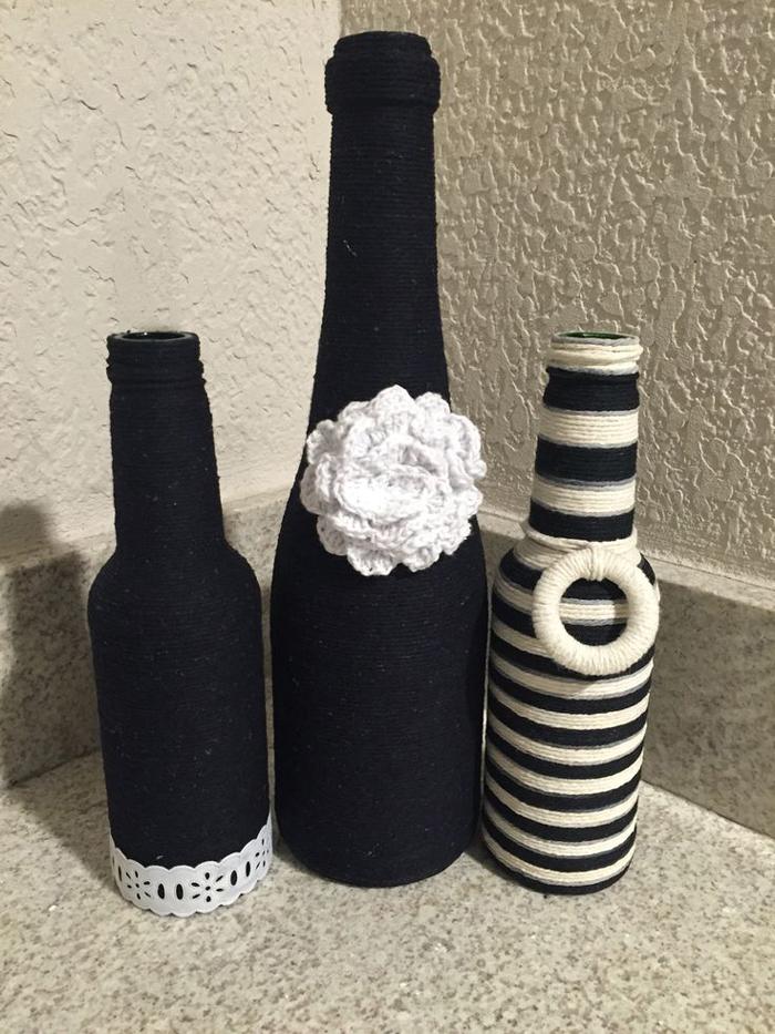 decoração de garrafa com barbante preto