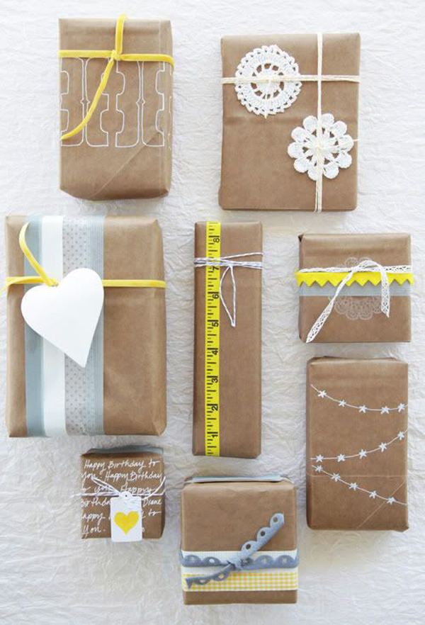 embalagem de presente com papel pardo