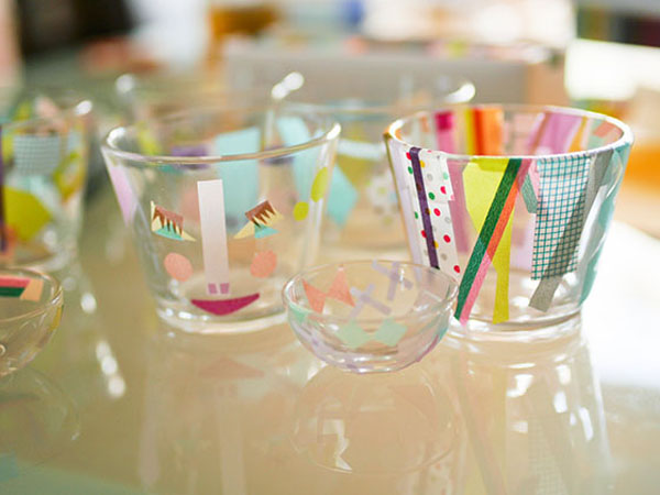 copo de vidro decorado com fita adesiva