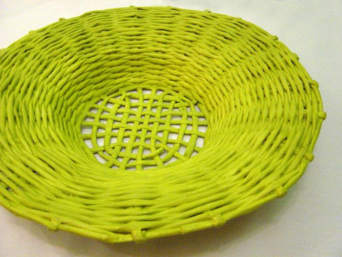 cestaria de jornal amarela
