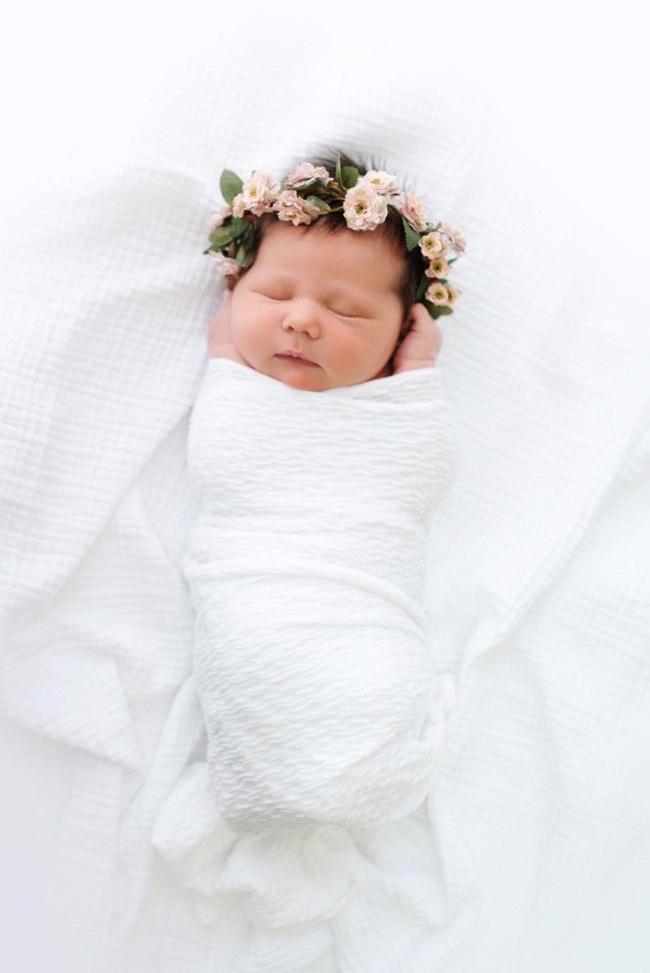 tiara com flor bebe