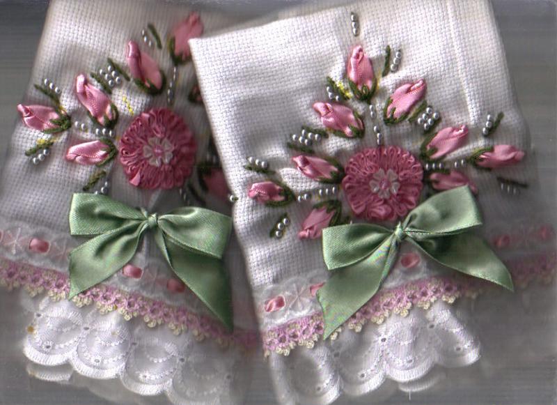 bordado com fitas em fraldas