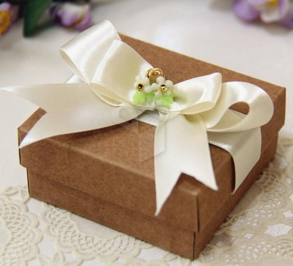 caixa de lembrancinha de papel com laço