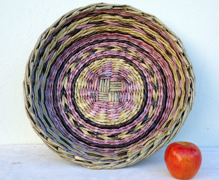 cestaria de jornal redonda