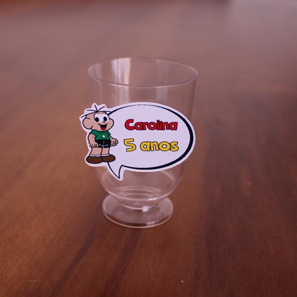 copo de vidro decorado com tag