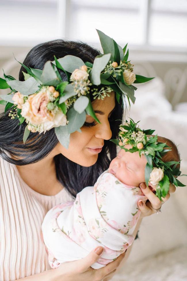 tiara com flor para fotos