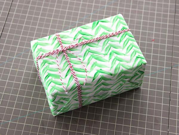 embalagem de presente com cordão