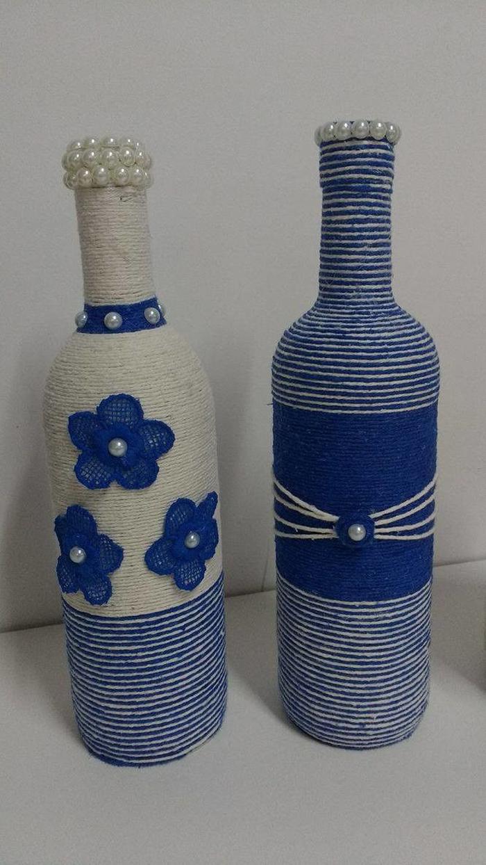decoração de garrafa com barbante azul