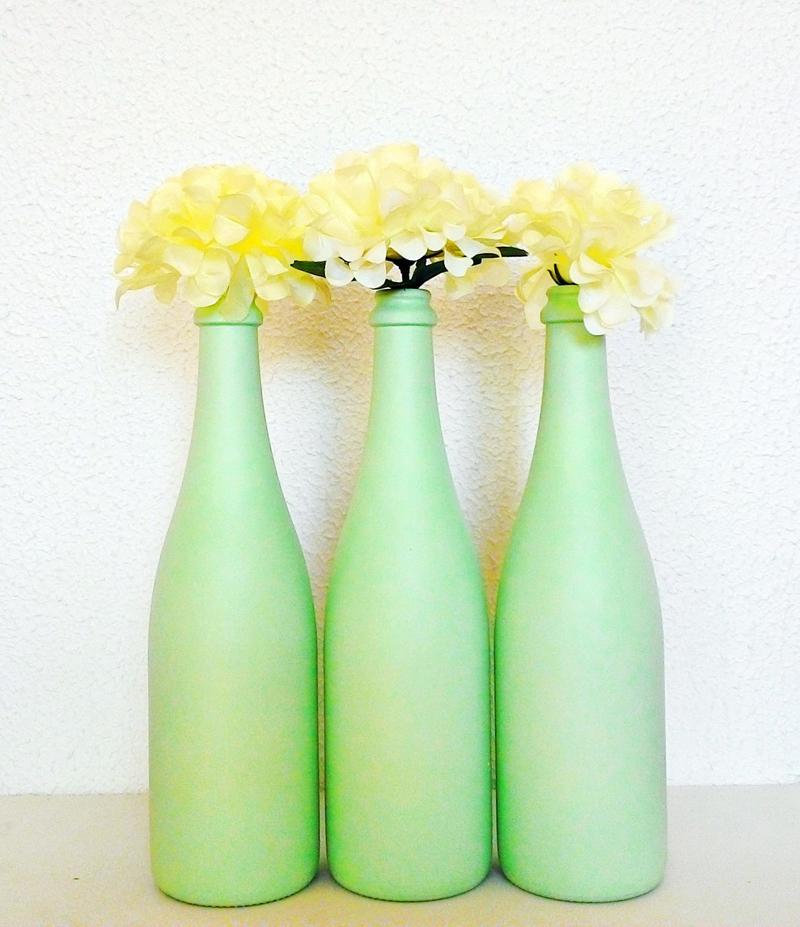 garrafa de vidro pintada verde