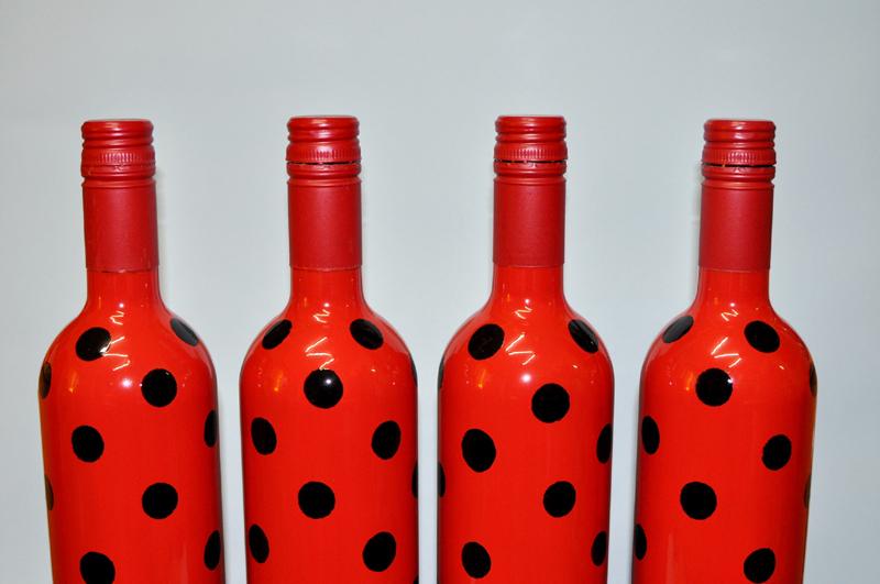 garrafa de vidro pintada joaninha
