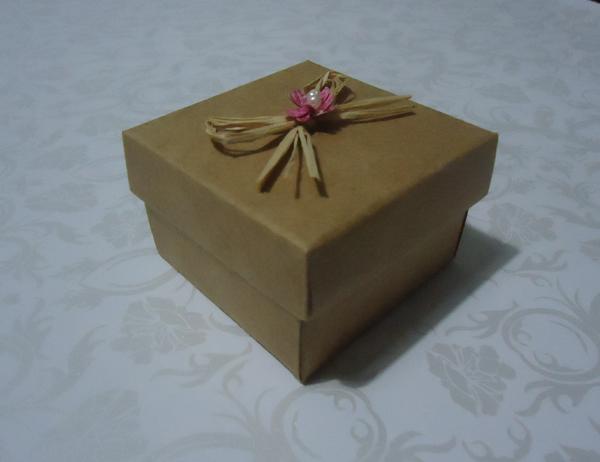 caixa de lembrancinha de papel com sisal