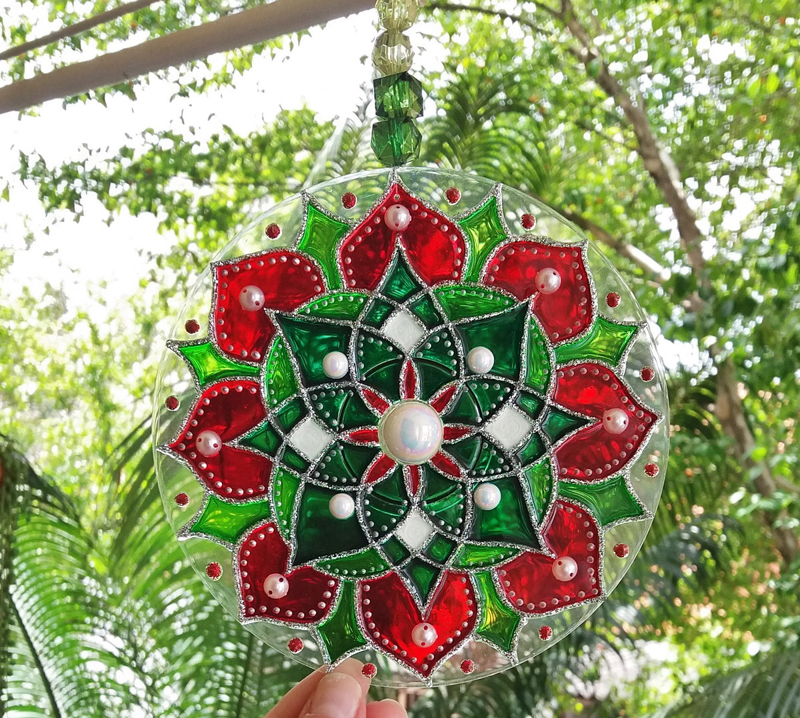 mandala com pintura com verniz vitral