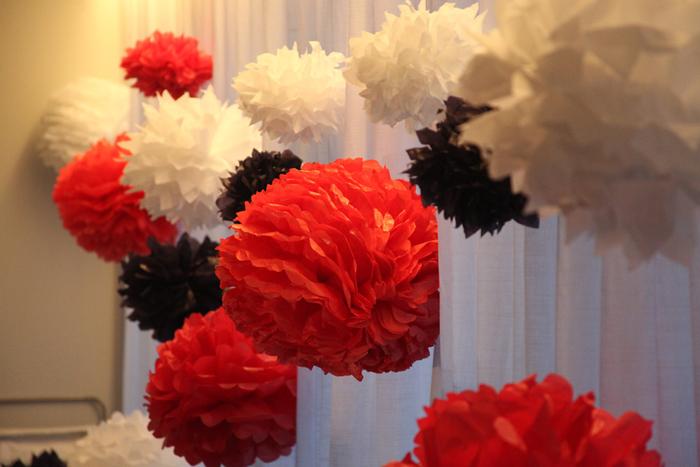 pompom de papel de seda coloridos
