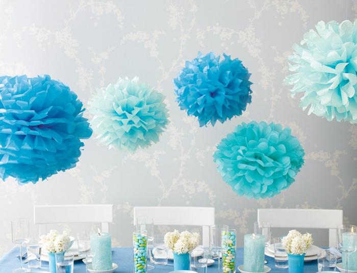 pompom de papel de seda azuis