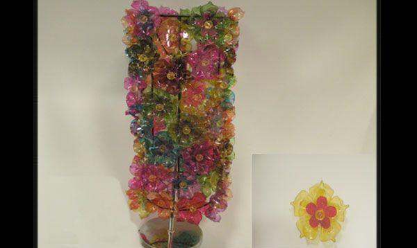 abajur de garrafa Pet com flores