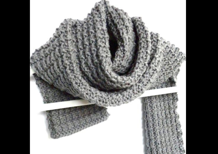 cachecol com tricô cinza
